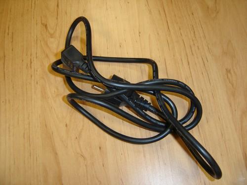 Nepříliš elegantně složená kabeláž